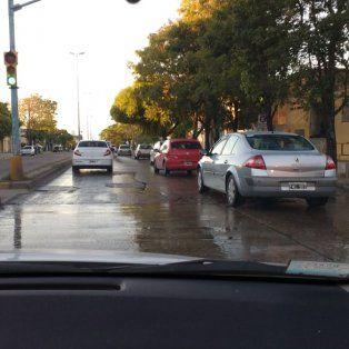 Cloacas rebalsando en Avenida Ramírez y calle Nogoyá en la ciudad de Paraná. Urgente reparación. Estamos cansados de llamar al 147 y a Obras Sanitarias y nunca pueden. Señores pónganse a trabajar de una vez y a mantener la ciudad adecuadamente, porque así no se puede vivir.
