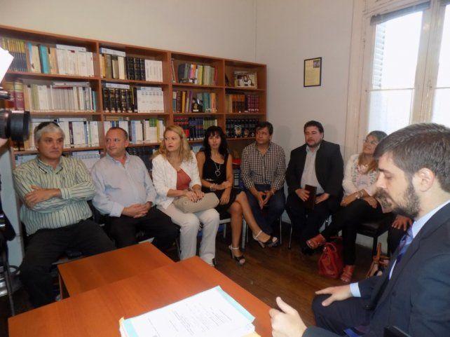 En el Juzgado. El juez Reviriego encabezó una nueva reunión en su despacho con funcionarios y gremialistas.