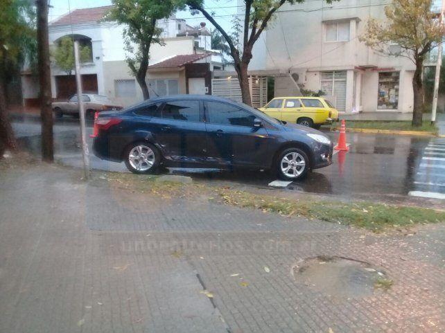Violento choque bajo la lluvia