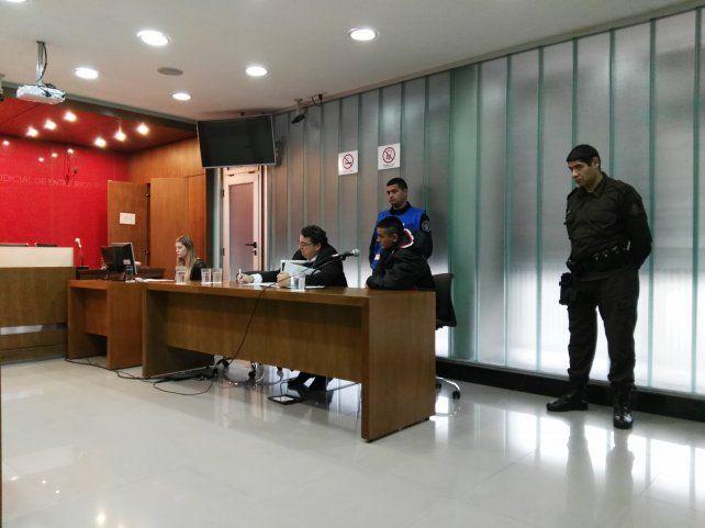 Silencio. Paniagua estuvo atento a lo que manifestaba el fiscal pero no hizo ninguna declaración.