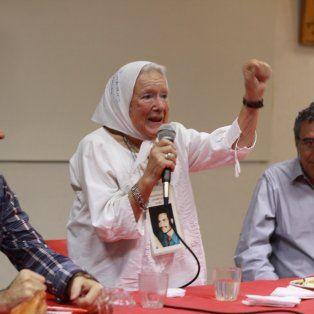 Norita levanta el puño frente a la emocionada mirada de Damián VerzenassiyRafael Lajmanovich.Foto Gentileza Santiago Fiorotto.