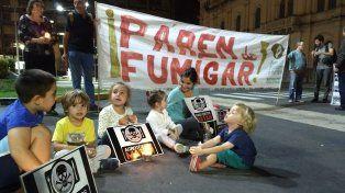 Niños y niñas al final la marcha que rodeó la Casa de Gobierno de Entre Ríos.