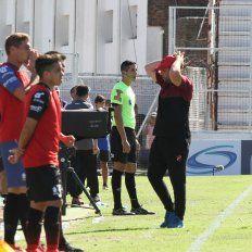 Desconcertado. El entrenador no ocultó su preocupación por la actuación del equipo, en Santa Fe, en la goleada padecida el lunes ante Colón.