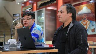 José Luis Pérez del LUG Paraná y Martín Sbárbaro integrante del Observatorio de Investigación Gugler. Foto UNO Juan Ignacio Pereira.