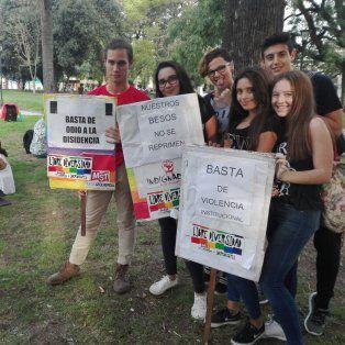 Paraná: Hubo besazo contra la homo-lesbofobia policial