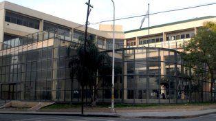 El complejo está ubicado en calle San Martín y Carbó de Paraná.