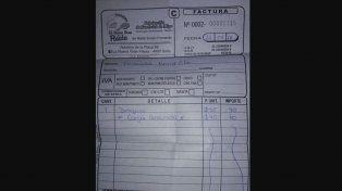 Insólito: un docente fue a desayunar y le cobraron $ 40 de electricidad por cargar la notebook