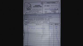 insolito: un docente fue a desayunar y le cobraron $ 40 de electricidad por cargar la notebook