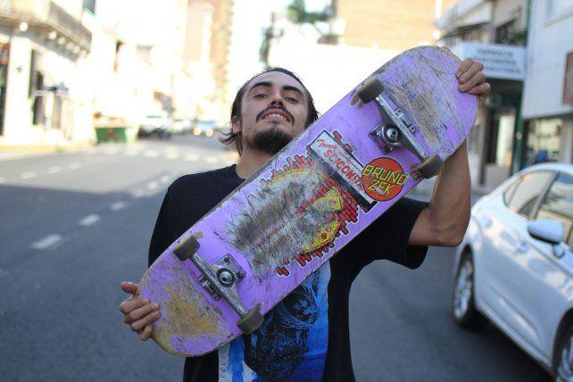 Y sueña con tener plazas de skate en la ciudad.FotoUNOJuan Ignacio Pereira.