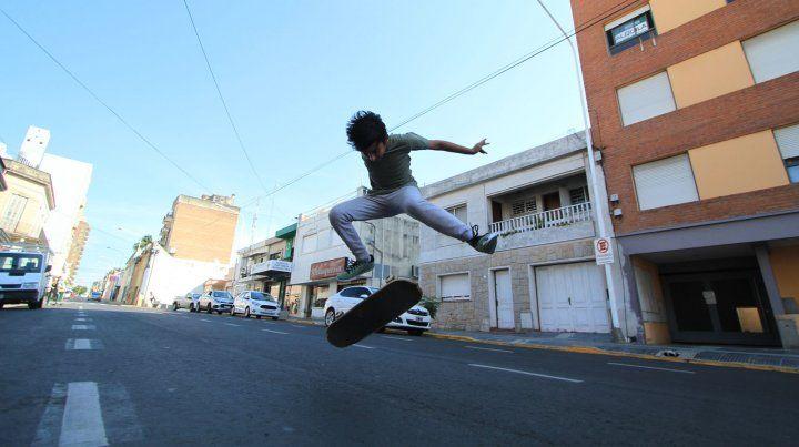 Simón y un flip a la siesta.FotoUNOJuan Ignacio Pereira.