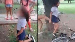 Adolescentes obligaron a niña a arrodillarse