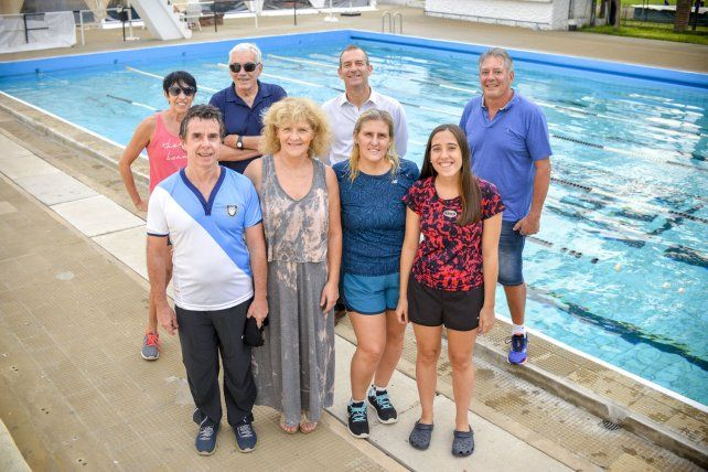 Buena onda. Algunos de los nadadores Master de las entidades de la capital entrerriana se juntaron para la foto y para hablar de la cita que tuvieron hace unos días.