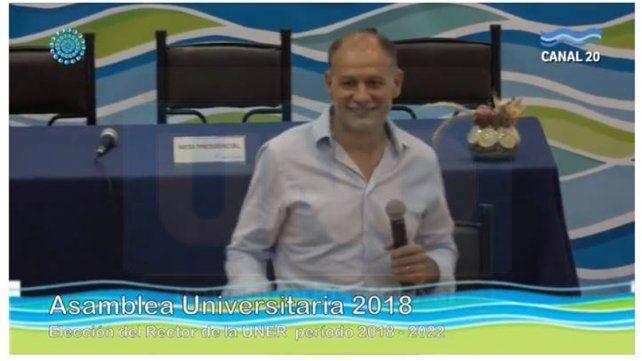 Recién elegido. Sabella agradeció a la asamblea por haberlo elegido rector de la UNER.