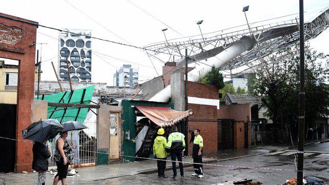 Dos personas murieron como consecuencia del temporal en Buenos Aires