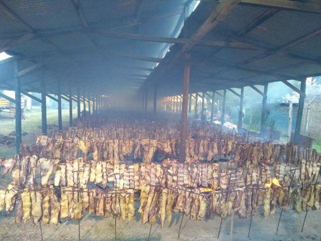 Imagen del gran asado que pudieron disfrutar los pescadores luego de concluido el certamen.