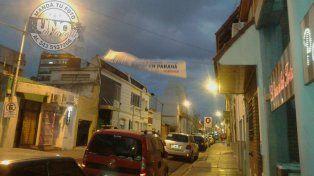 Pasacalles baila peligrosamente en calle España