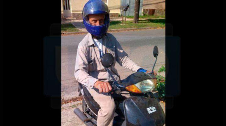 Jacob tiene una moto 110 CC que usa sólo en Crespo