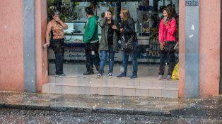 Tarde de intensa lluvia y granizo en Paraná: el alerta meteorológico sigue vigente