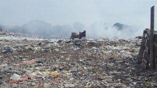 Paisaje desolador. El Volcadero tiene 90 años y quienes viven cerca padecen la falta de saneamiento.