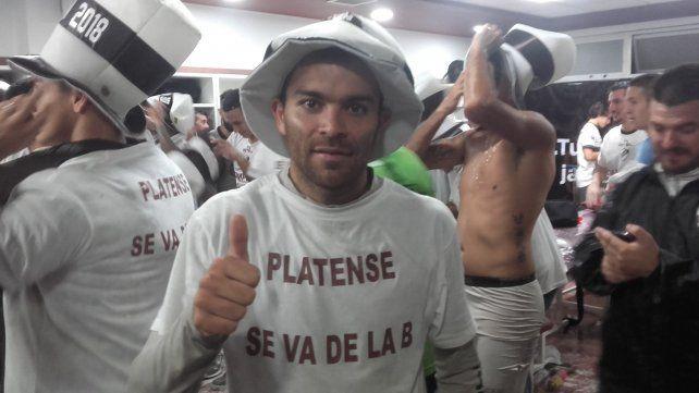 En la intimidad. Facundo Curuchet en el vestuario de Platense celebrando el campeonato conquistado por el Calamar. Al campeonato lo ubico arriba en mi carrera