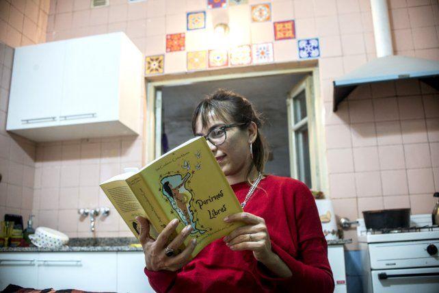 Cynthia colaboró con su texto para que el libro sea una realidad.