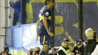 Wanchope Ábila festeja uno de sus goles. Foto Twitter.