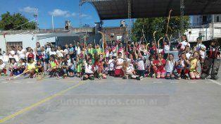 Gran número. En Gualeguaychú se concentraron los chicos que están haciendo sus primeras armas en el hockey sobre patines.