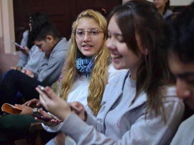 La primera reacción de los estudiantes cuando interactuaron con sus celulares @prender