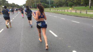 Una atleta corrió sin zapatillas en Buenos Aires