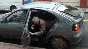 Trámite. Diariamente, Justo Ilarraz llega en auto al edificio de tribunales..