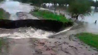 Por la crecida de un arroyo está cortada la ruta provincial 20