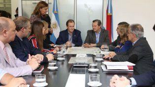 Coordinación de la ayuda. El gobernador recibió un informe sobre el estado de situación. Foto: APF