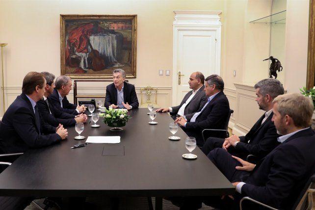 Macri recibió a Bordet y a otros gobernadores para discutir el acuerdo con el FMI