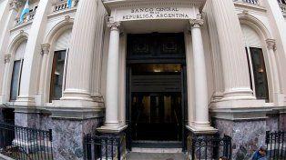El Banco Central volvió a vender reservas para frenar al dólar, pero superó su récord
