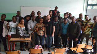 Cátedra. Faes dio clases a los estudiantes de arte de la Universidad Eduardo Mondlane