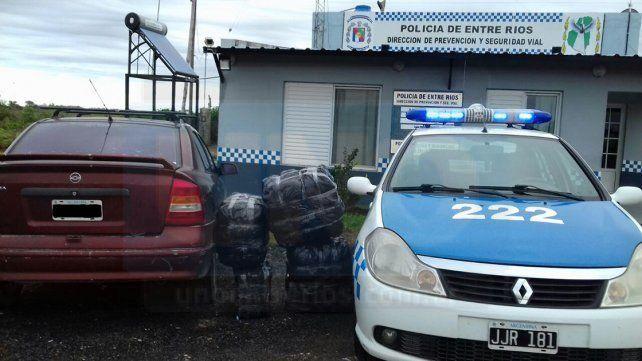 Detuvieron la marcha de un vehículo y recuperaron mercadería sin factura