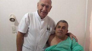 Se enteró que su paciente era bombero voluntario y se negó a cobrarle la operación