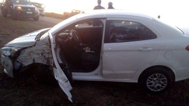 Un colectivo con pasajeros de Paraná y un auto chocaron en la ruta provincial 16