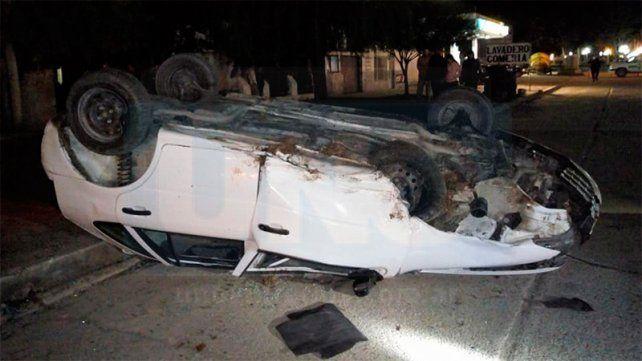 Viale: Seis personas fueron hospitalizadas tras el vuelco de un automóvil