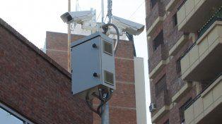 Algunas de las primeras cámaras que instalaron en Paraná. Foto UNO Archivo.