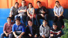 Todos los lunes las chicos y los chicos de Aspasid graban en el estudio de 97.La Red Paraná.