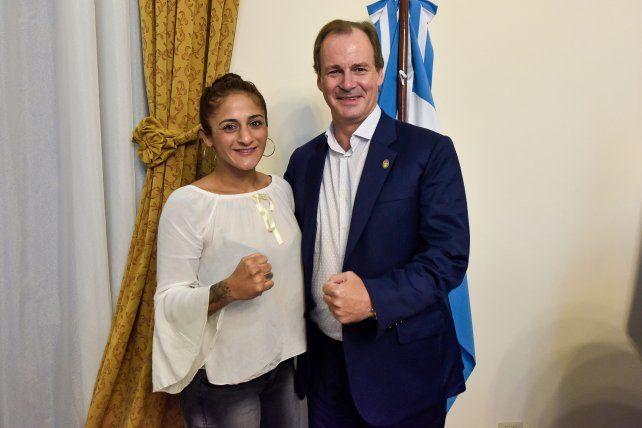 La boxeadora dijo estar muy contenta y agradecida de que el gobernador la haya recibido en su despacho.