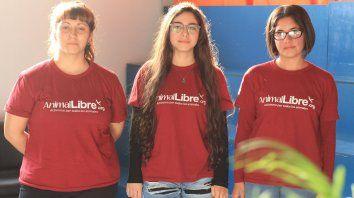 Yanina (26),Mariana (22) y Eliana (23) explicaron el motor que las mueve para activar en las calles.