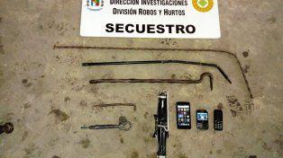 La logística. Con estas herramientas salían a caza cubiertas de autos y camionetas.