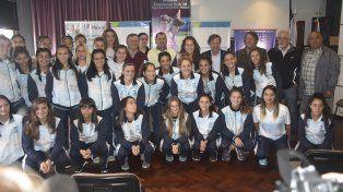 Rueda de prensa. En un hotel céntrico de la capital entrerriana se dieron cita las jugadoras de los equipos nacionales que formarán parte de la actividad.