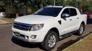 Supuestos vendedores de muebles en una camioneta blanca causaron pánico en Paraná