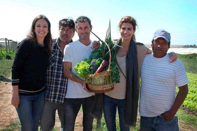Stanley y Awada con los productores del Parque Hortícola de Paraná.