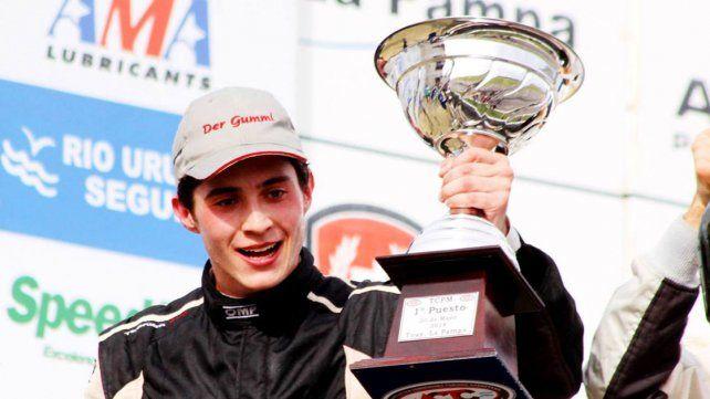 El uno. La felicidad del piloto de Ramírez tras subir a lo más alto del podio.
