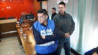 Custodios y policías obstaculizando la tarea de los reporteros gráficos.