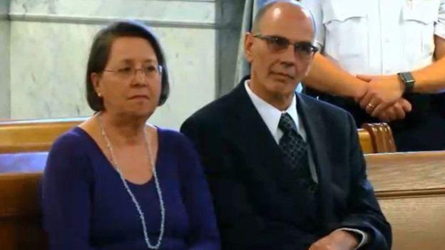 Christina y Mark Rotondo le enviaron cinco cartas de desalojo a su hijo, pero no obtuvieron respuesta.